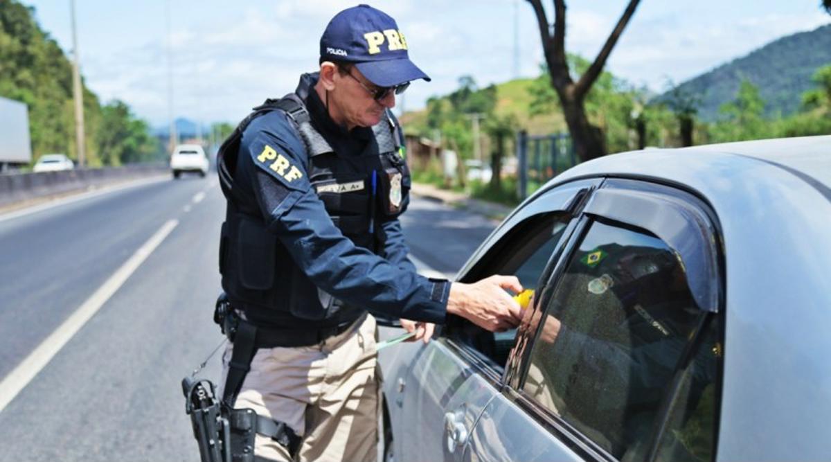 Polícia Rodoviária Federal inicia a ação de feriado nas estradas à meia-noite desta quinta-feira para prevenir acidentes e promover a educação no trânsito.