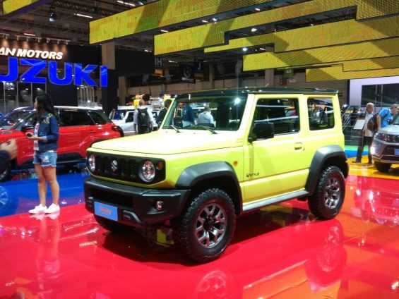 suzuki no salao do automovel novo jimny