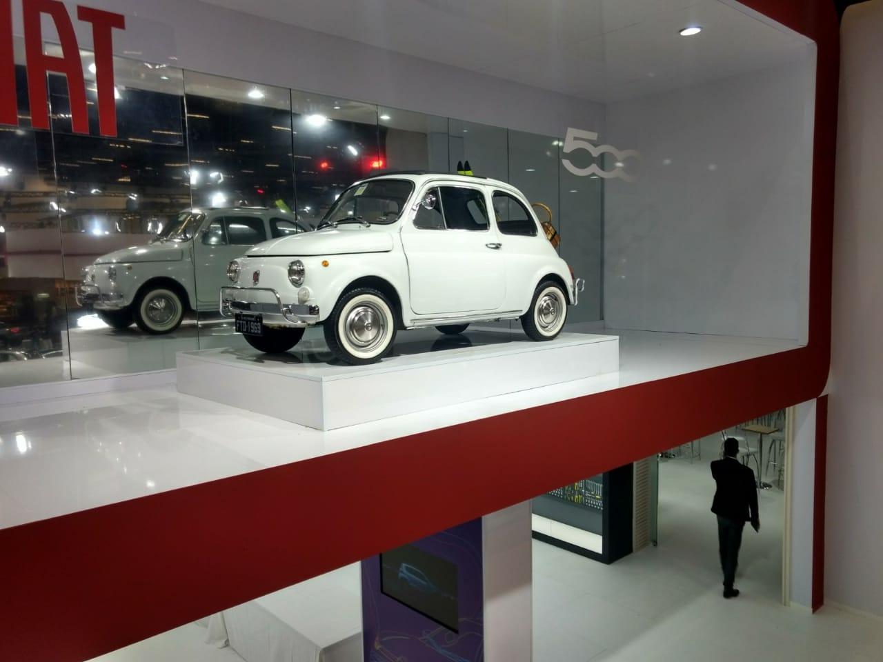 Carros antigos no Salão do Automóvel de São Paulo 2018: 500 1969 em exibição no estande da Fiat