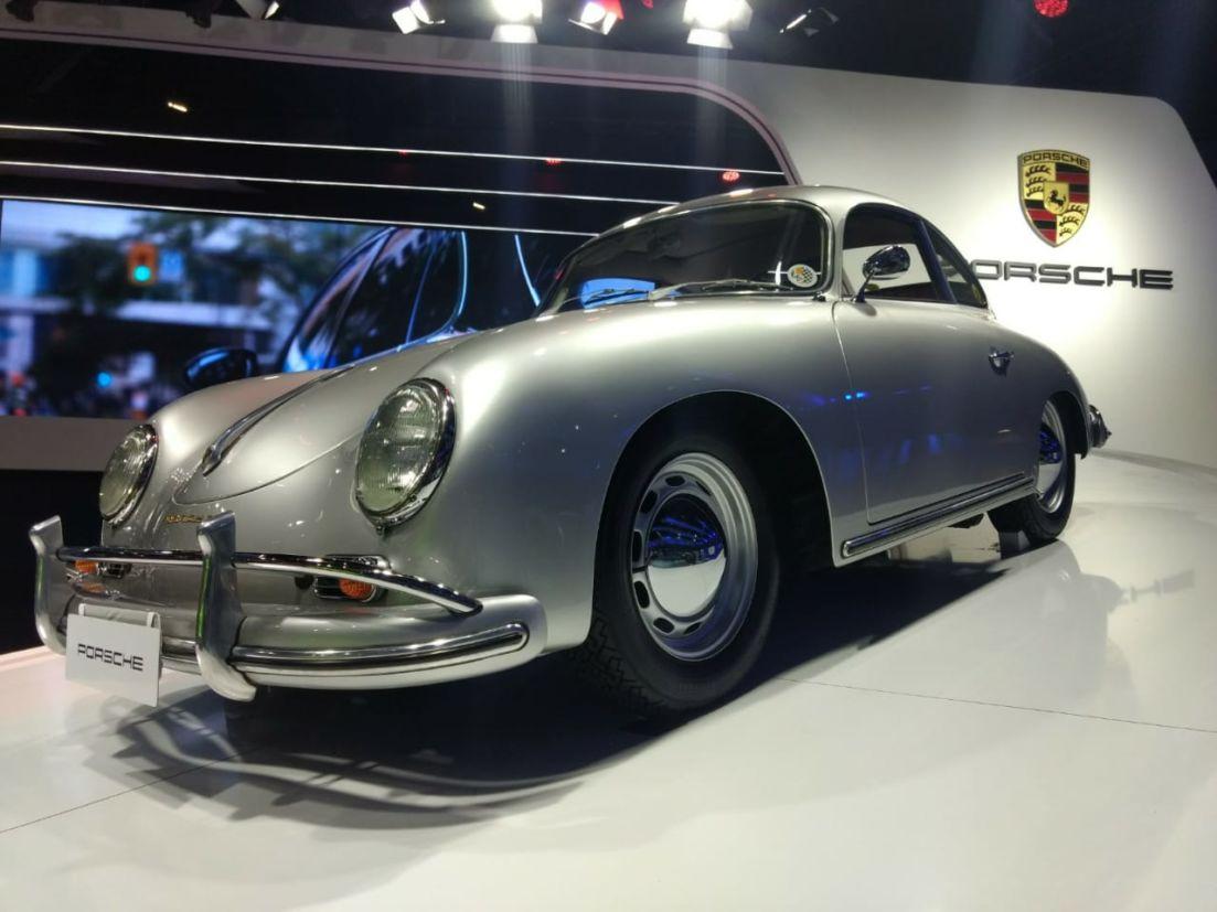 Carros antigos no Salão do Automóvel de São Paulo 2018: 356 Coupé 1957 em exibição no estande da Porsche