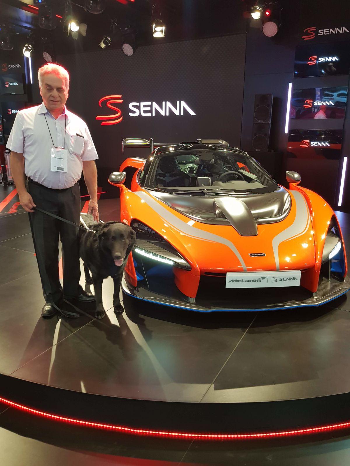 Luiz Alberto Melchert fez um test-drive sem dirigir o McLaren Senna exposto no Salão do Automóvel de São Paulo 2018