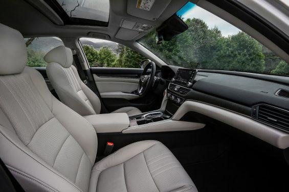 Novo Honda Accord trocou o motor V6 3.5 por um 2.0 turbo de quatro cilindros. Sedã chega ao Brasil pelo preço de R$ 198.500.