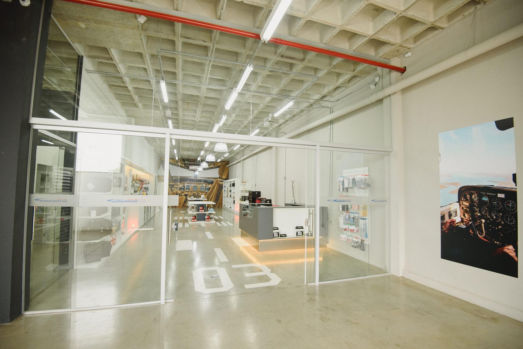 Loja de produtos aeronáuticos oferece peças para aeronaves, livros e equipamentos de estudo para pilotos, e abriu as portas em Belo Horizonte.