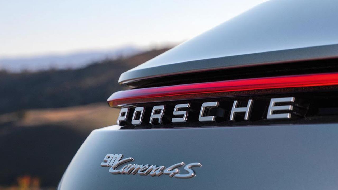 Novo Porsche 911 2020 ganhou retoques no visual para melhorar a performance e ajustes no motor que deram 23 cavalos a mais para a configuração Carrera 4S.