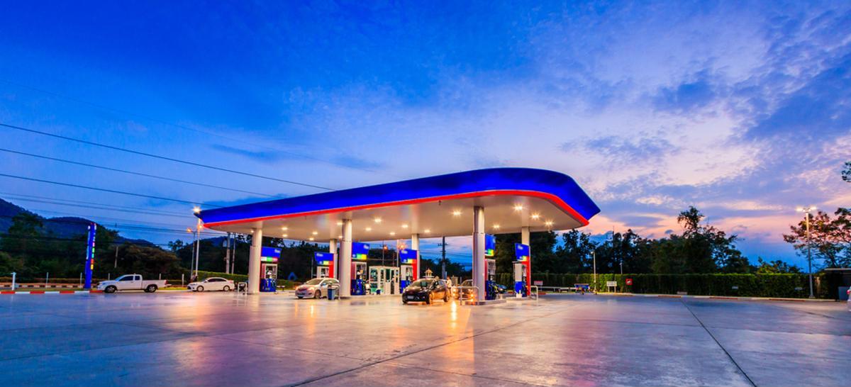 posto combustivel gasolina abastecer conveniencia shutterstock