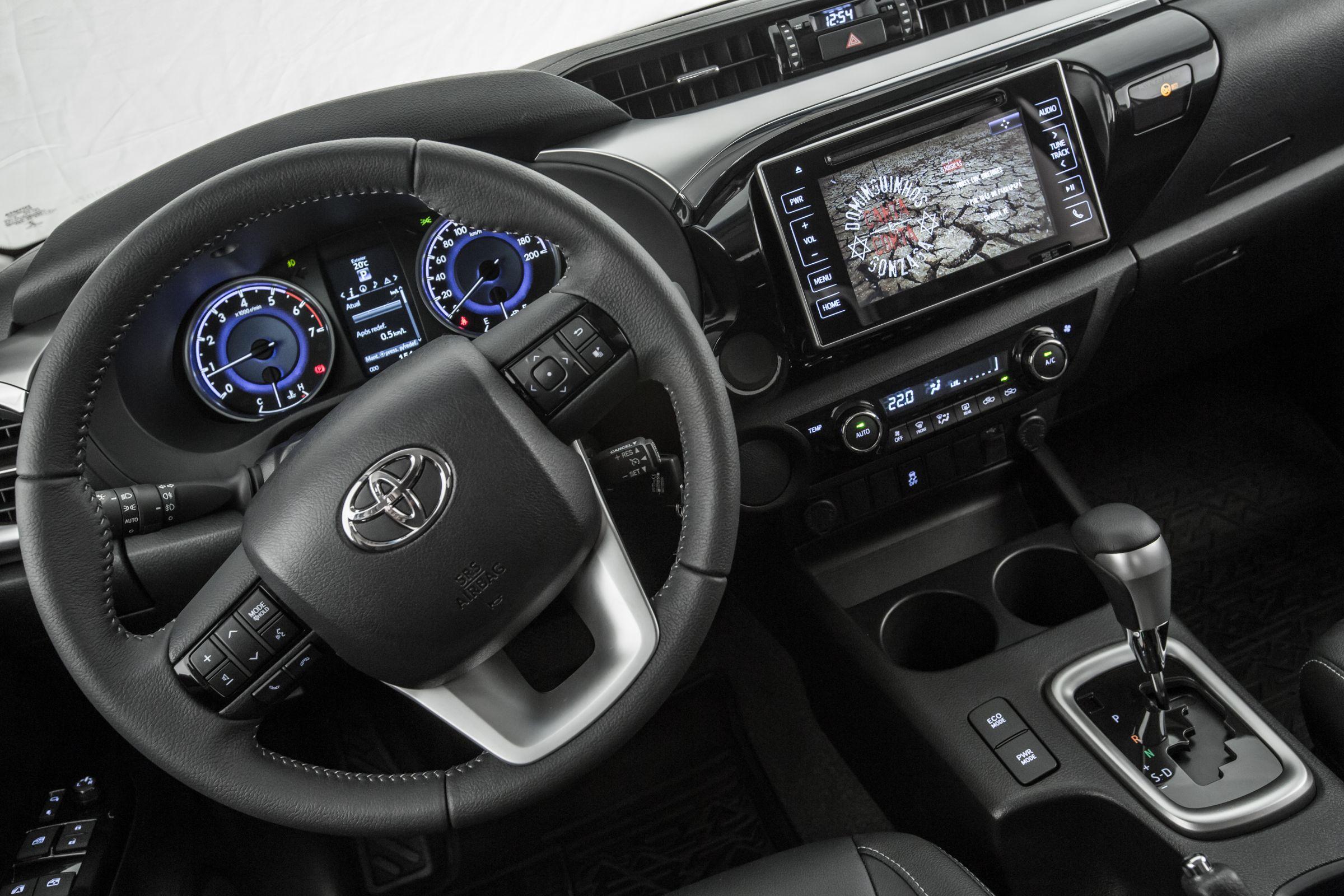 Espaço é mais generoso na Toyota Hilux SR 2.7 16V 2017