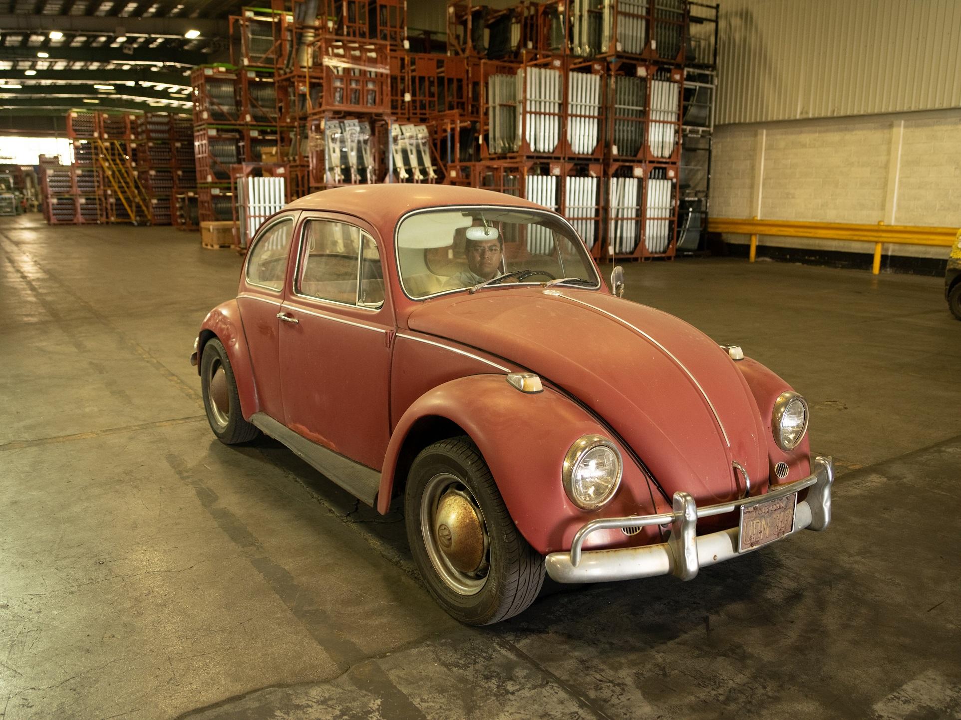 A restauração do Fusca de Kathleen foi mais do que a reconstrução de um carro de 51 anos - foi o reconhecimento da ligação entre o veículo e sua dona.