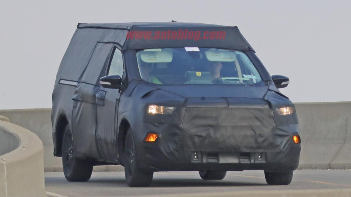 Nova picape da Ford em testes camuflada