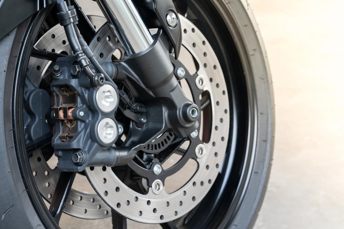roda moto abs pneu shutterstock