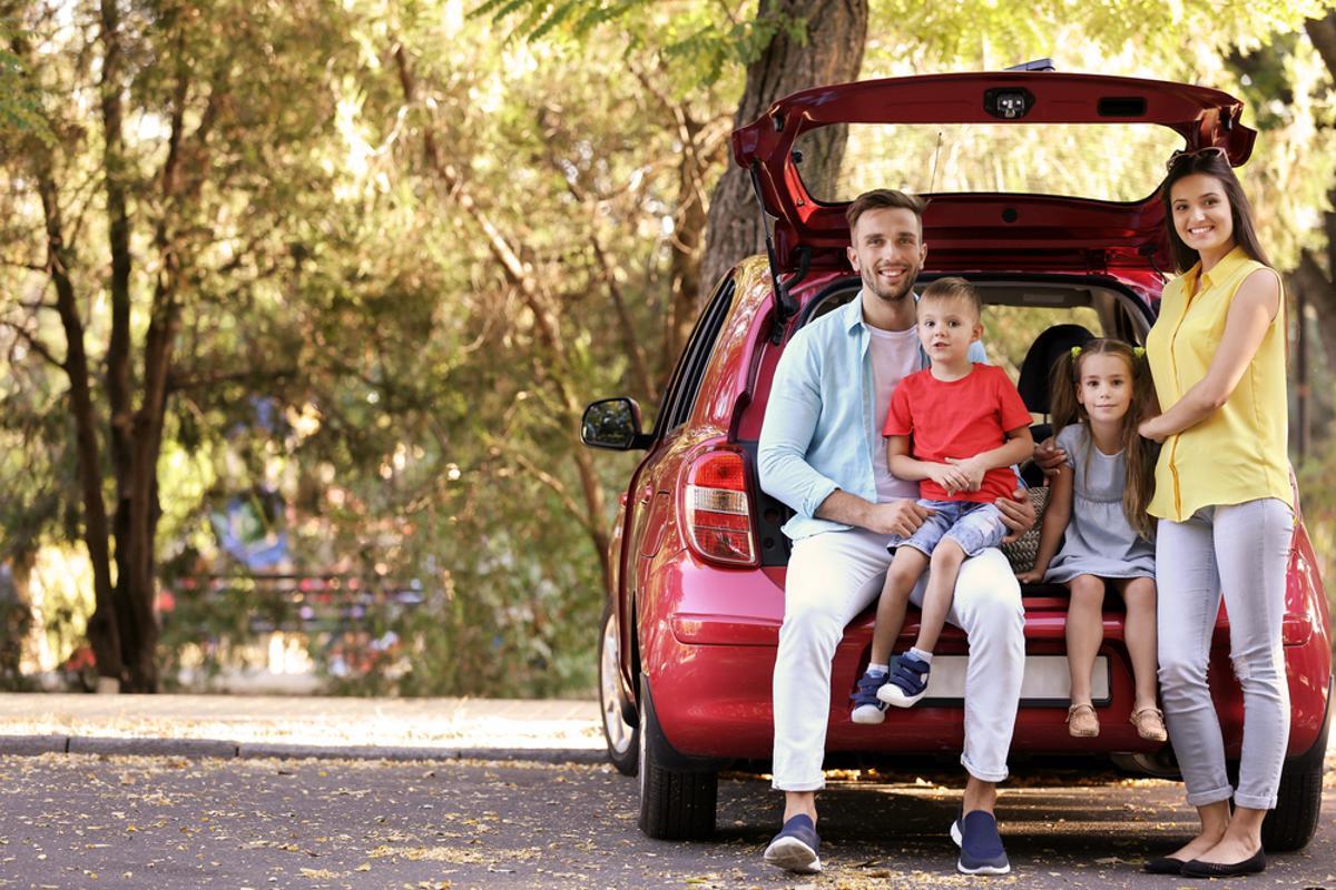 viagem carro viajar familia porta malas shutterstock