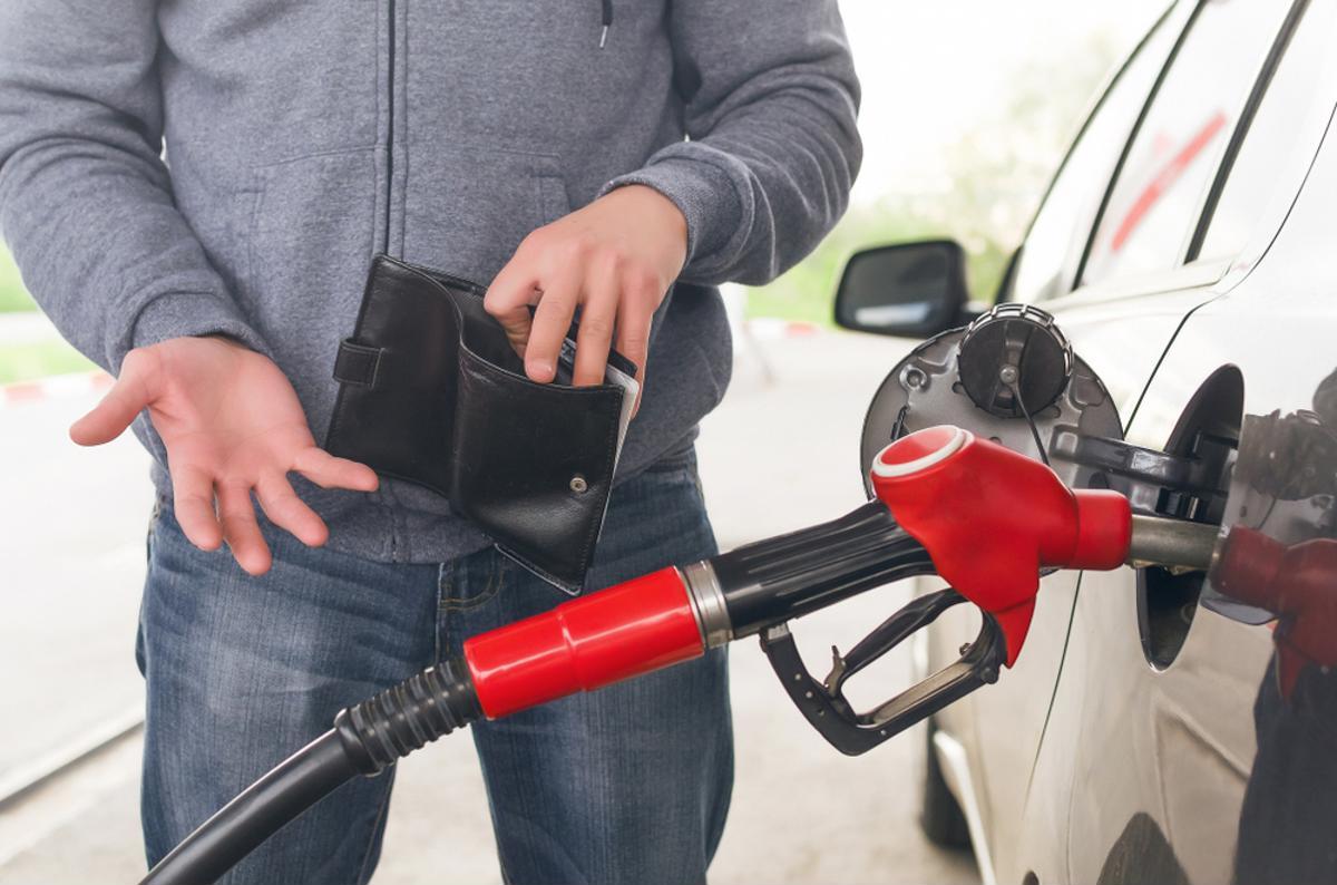 gasolina flex carro viagem viajar abastecer shutterstock