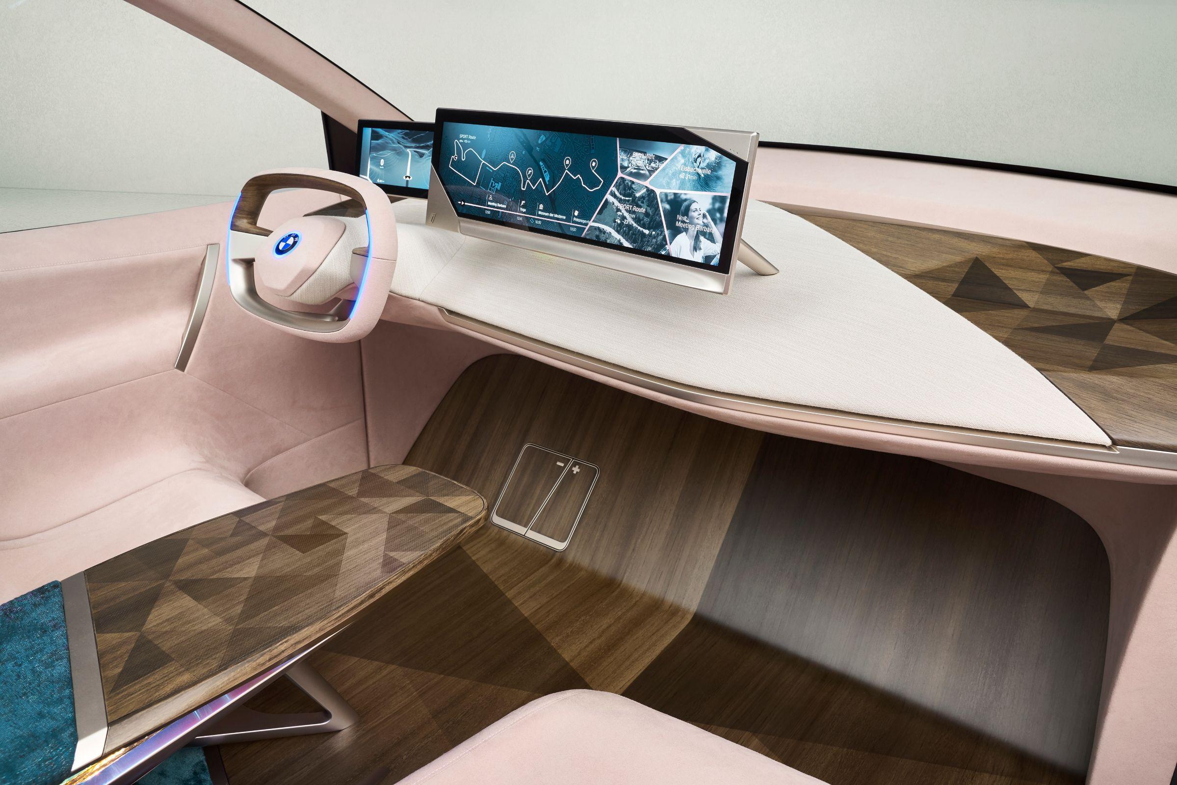 A parceria da BMW e Daimler informou que venderá carros que dispensam o motorista já no ano que vem. Atualmente, só existe um carro de nível 3 no mundo.