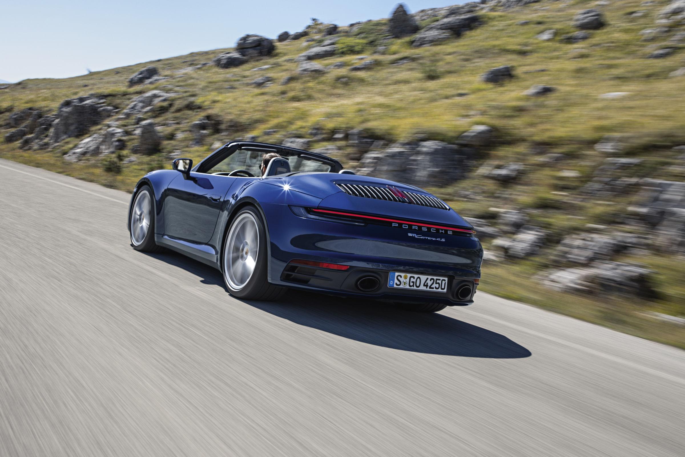 Porsche 911 Cabriolet tem capota que abre em até 12 s
