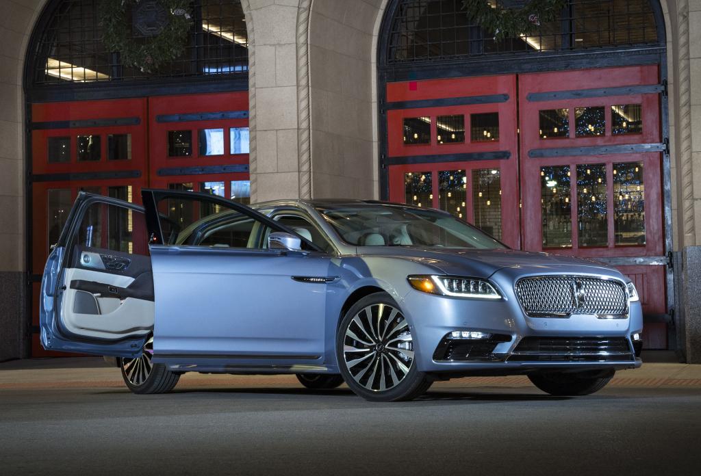 Lincoln ContinentalCoach Door, com portas suicidas, será mostrado no Salão do Automóvel de Detroit