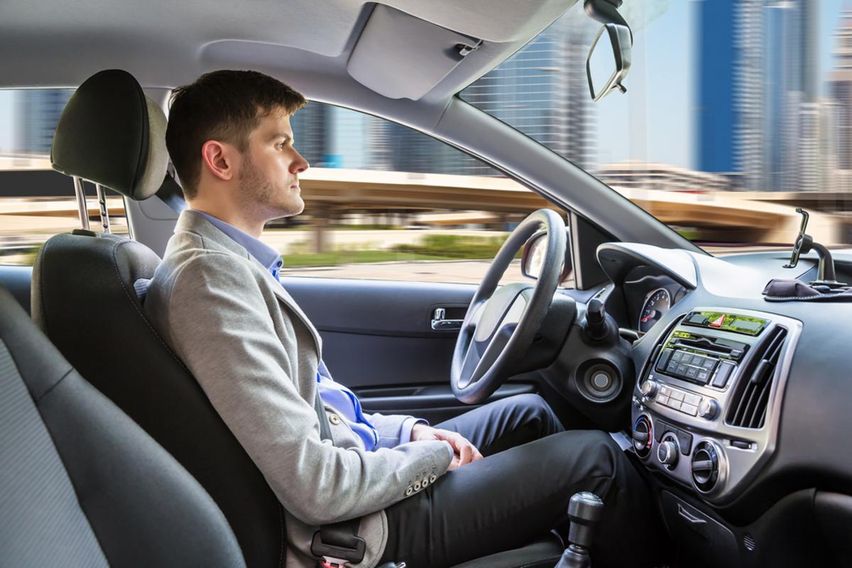 carro autonomo dirigir direcao sozinho shutterstock