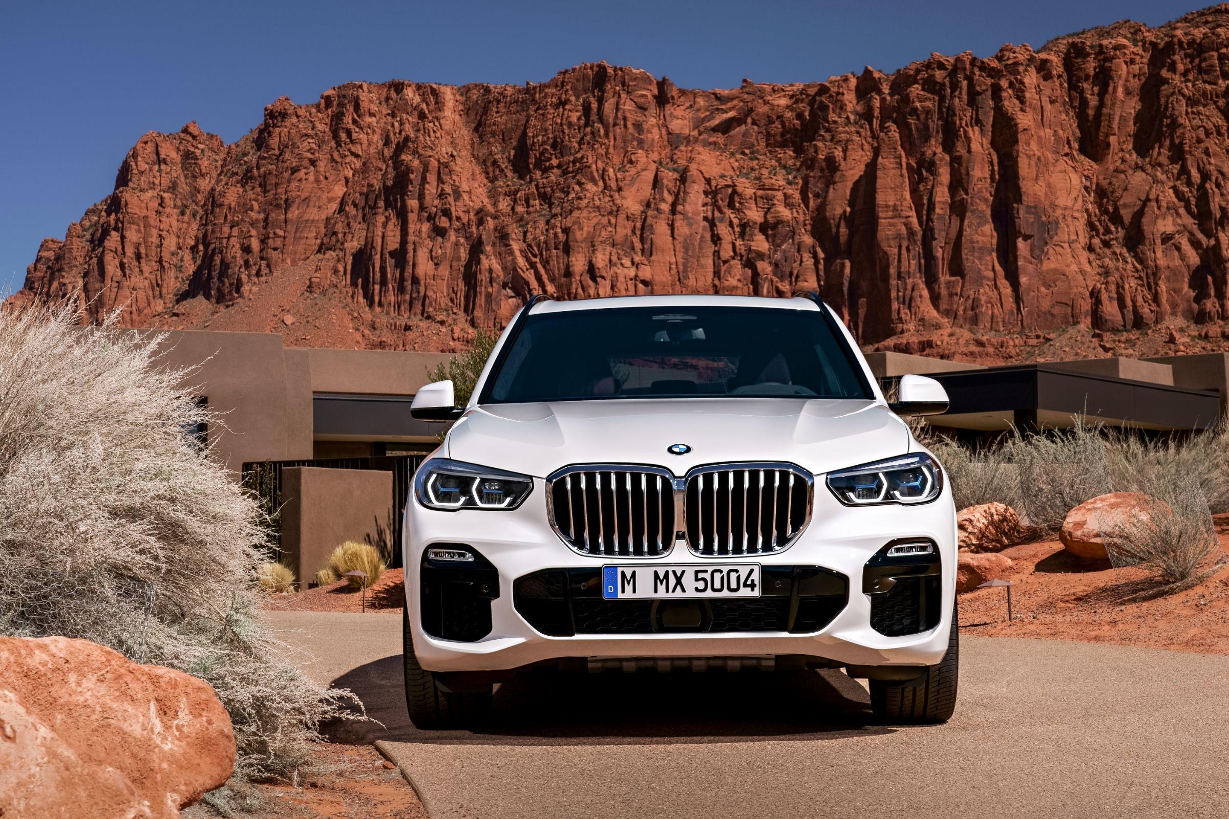 Novo BMW X5 será vendido no Brasil com preço inicial de R$ 450 mil. Modelo está maior, mais conectado e oferece duas opções de motorização.