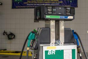 Qual a melhor opção para o flex? Preços de gasolina e etanol variam até 58% no Brasil