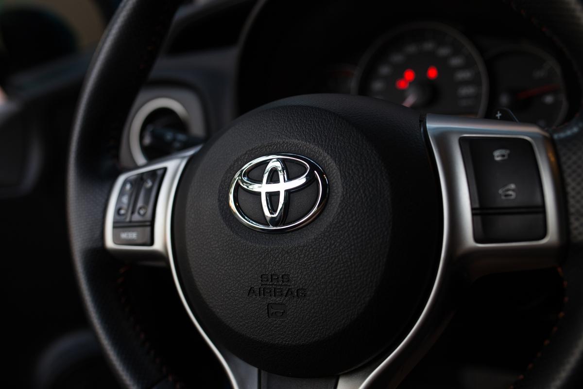 volante toyota airbag recall shutterstock
