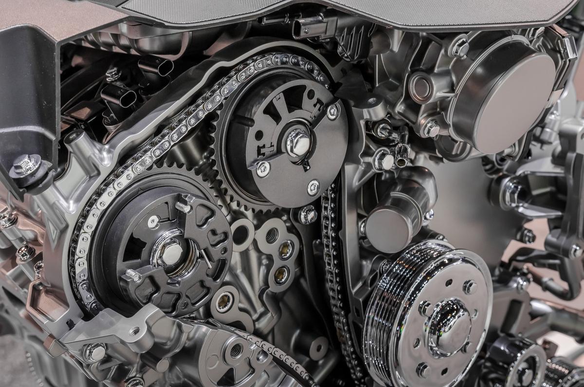 corrente metalica motor shutterstock 581710129