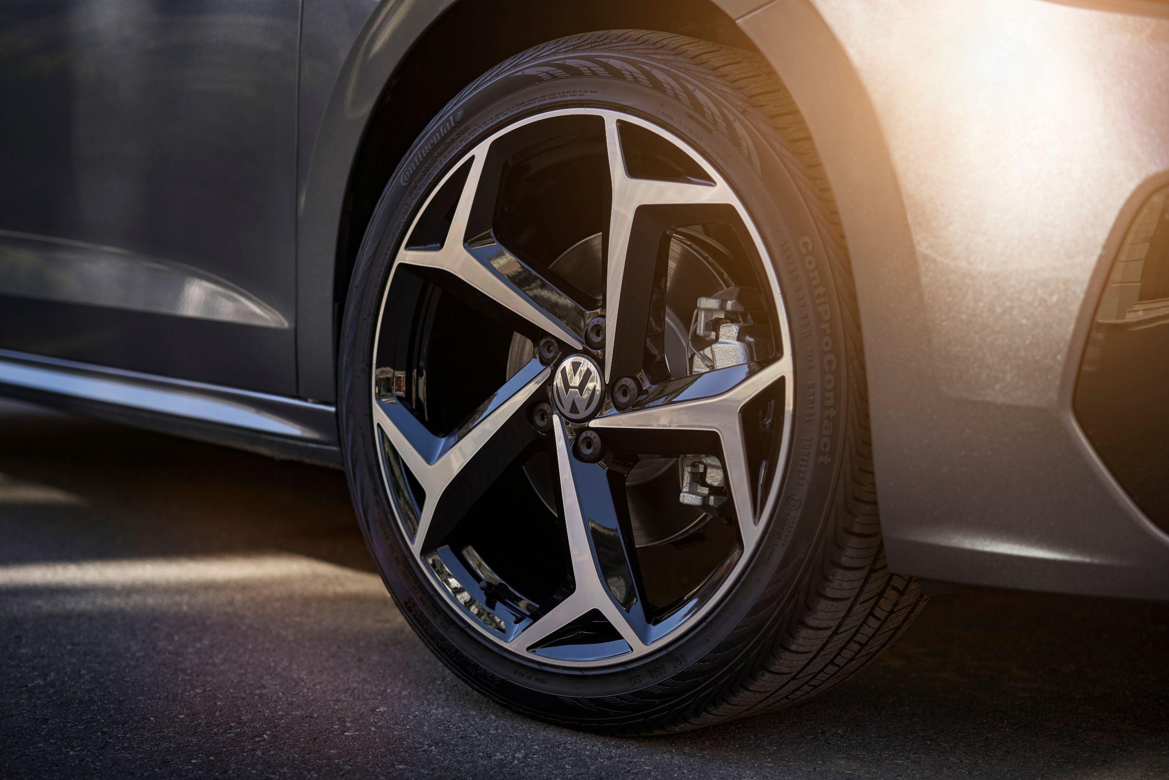 Volkswagen lança, na Europa, o Passat 2020. Modelo chega ao Brasil no ano que vem com novas tecnologias semi-autônomas e visual levemente reestilizado.