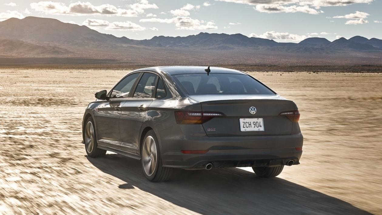 Volkswagen lança Jetta GLI por R$ 144.990. Sedã esportivo mais rápido da marca entrega 230 cv de potência e 35,7 kgfm de torque.