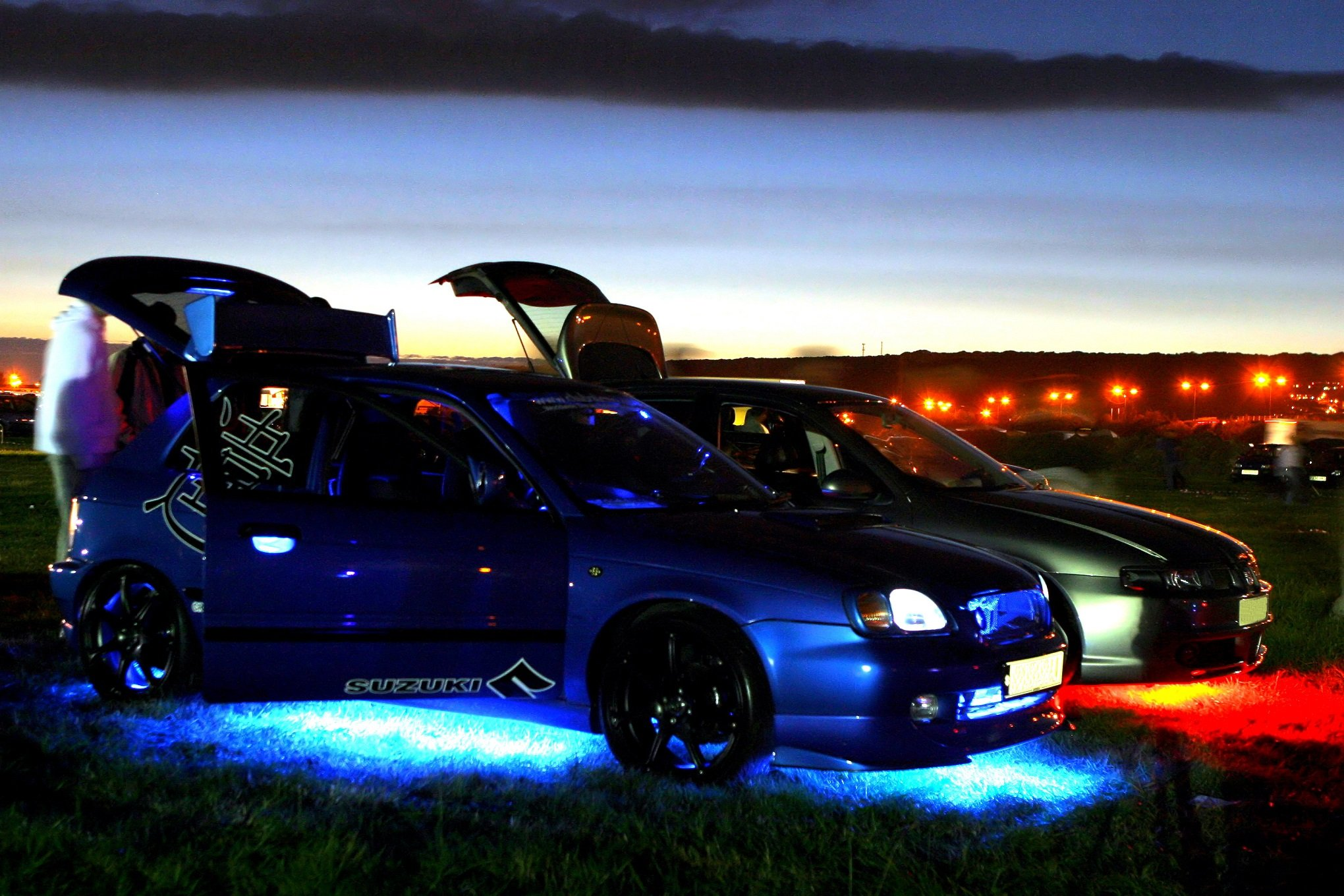 carro com luz neon