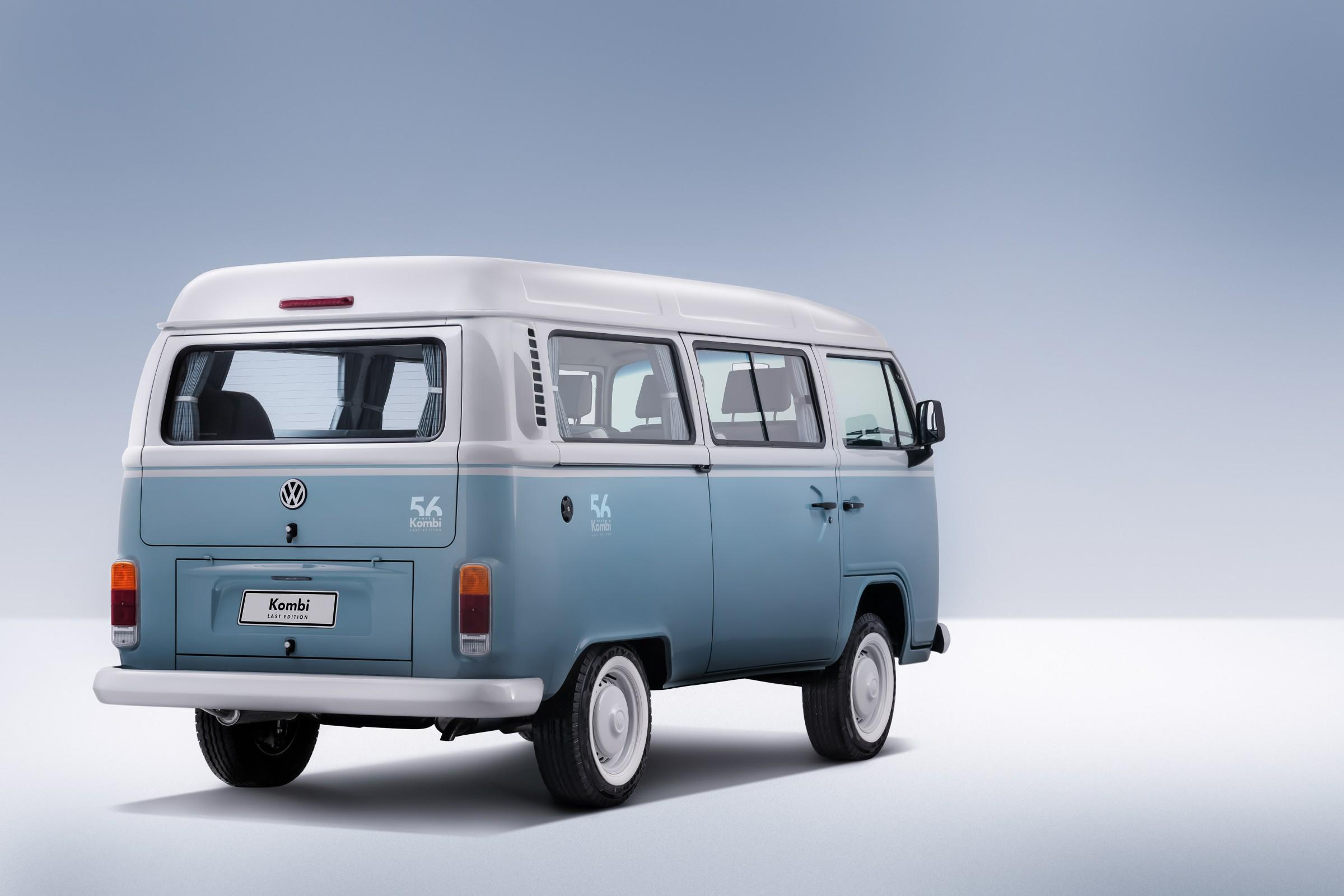 """Volkswagen Kombi Last Edition tem pintura no estilo """"saia e blusa"""""""