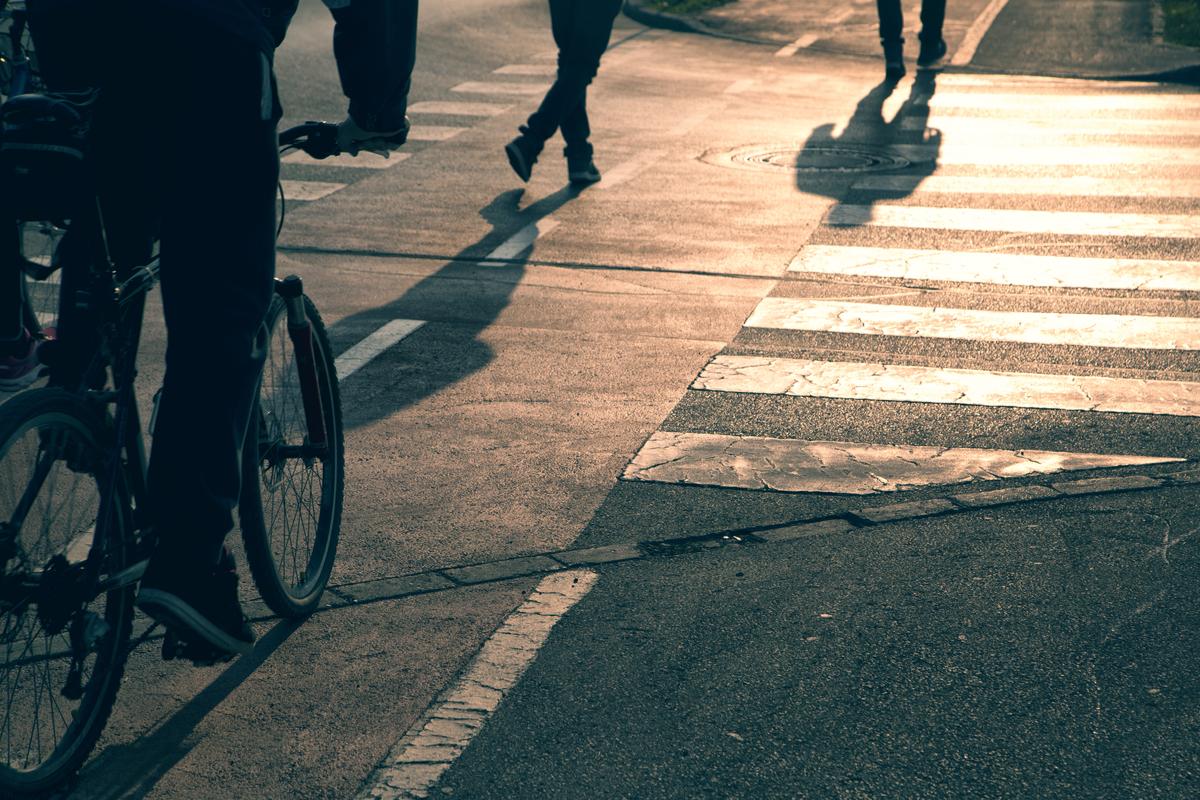 multa pedestre ciclista shutterstock