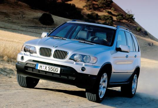 BMW convoca mais de mil unidades dos modelos 525i, 530i, 540i, X5 3.0i e X5 4.4i para recall dos airbags do condutor. Substituição já pode ser agendada.