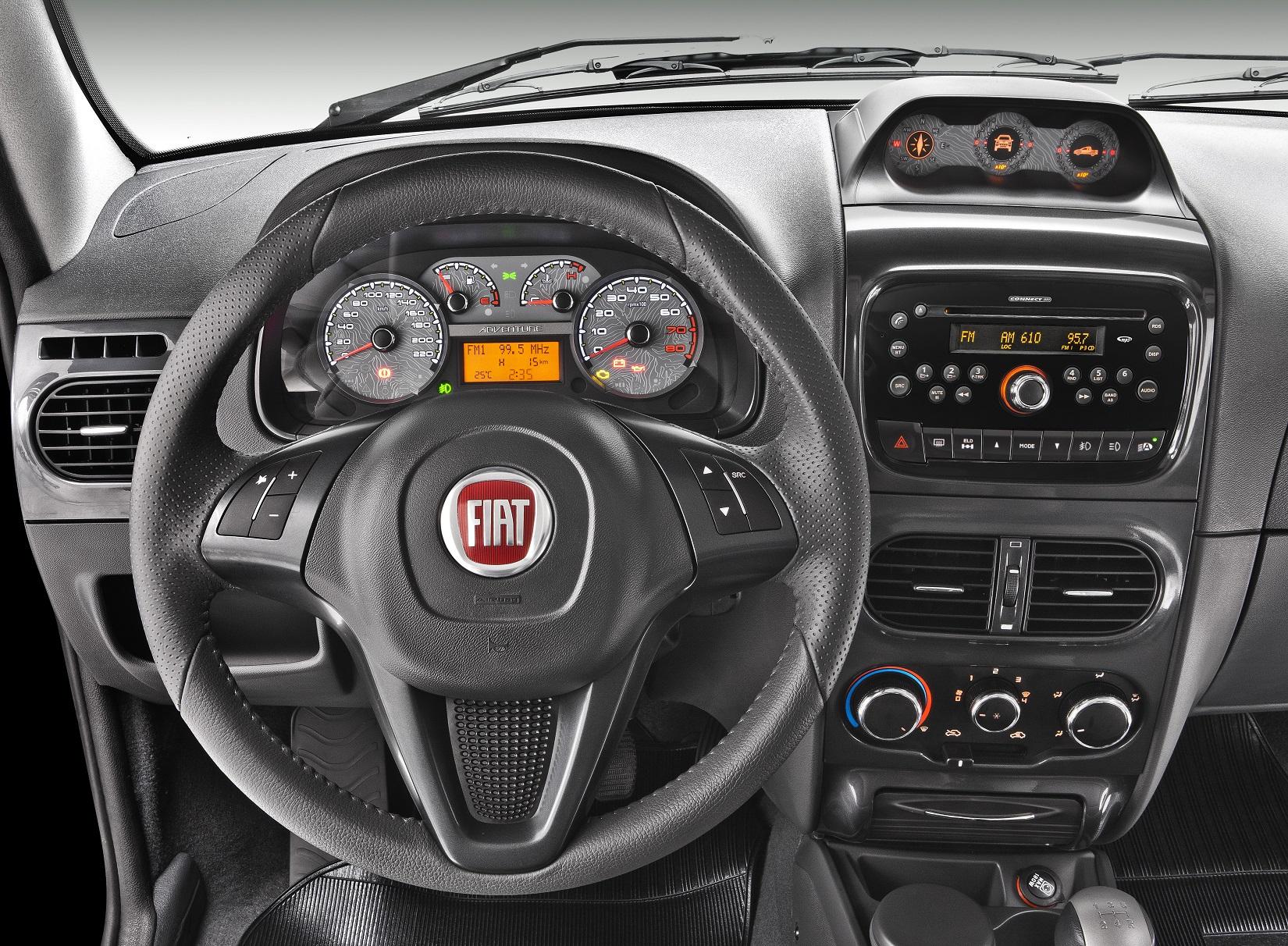Bússola na cabine do Fiat Strada: Entre os úteis e os inúteis, veja sete exemplos de acessório para carros que ninguém usa, desde a bússola na cabine até os modos de condução.