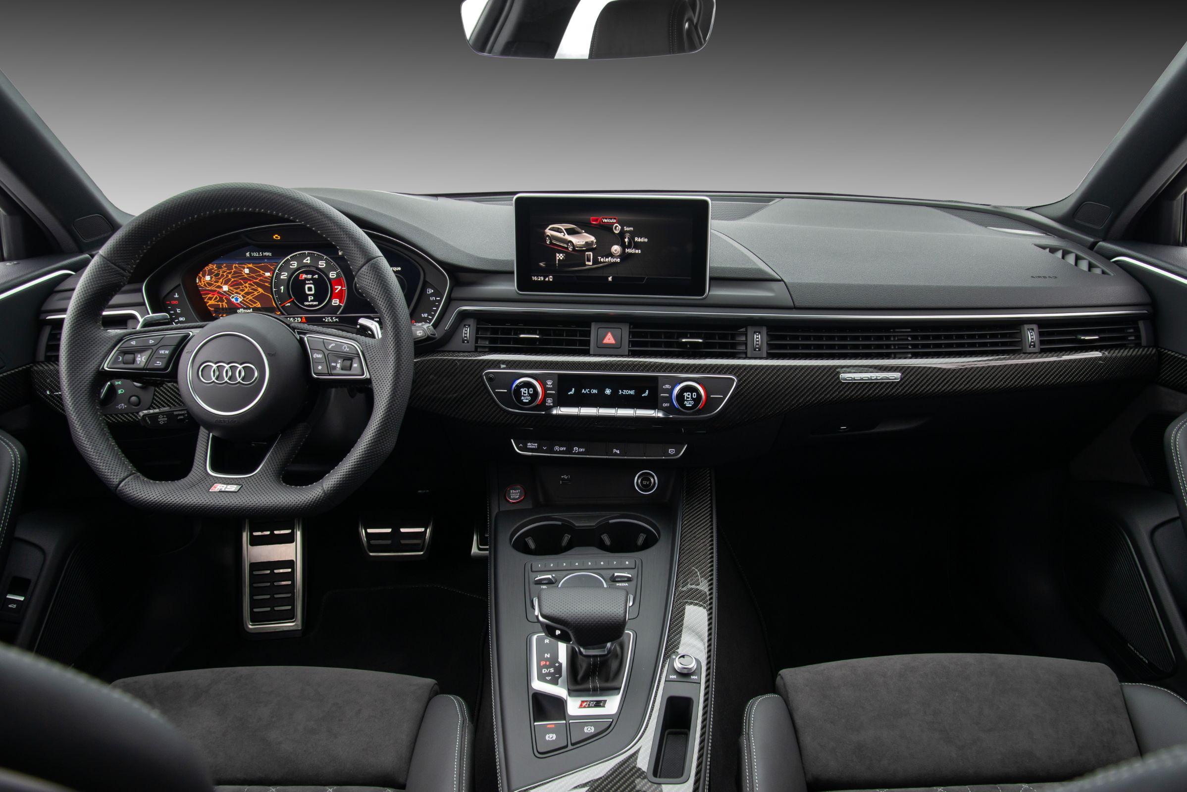 Audi RS 4 Avant: interior com muito luxo