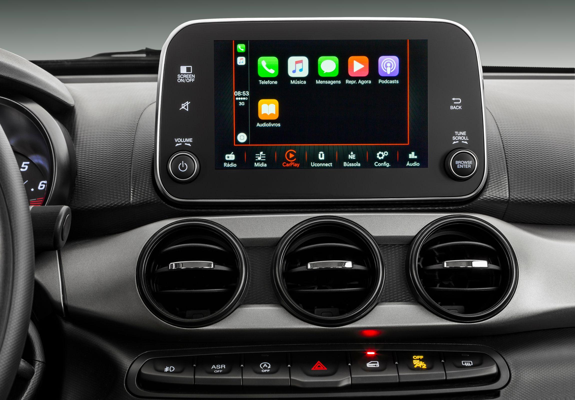 Fiat Cronos Drive 1.3 GSR tem central multimída fácil de operar