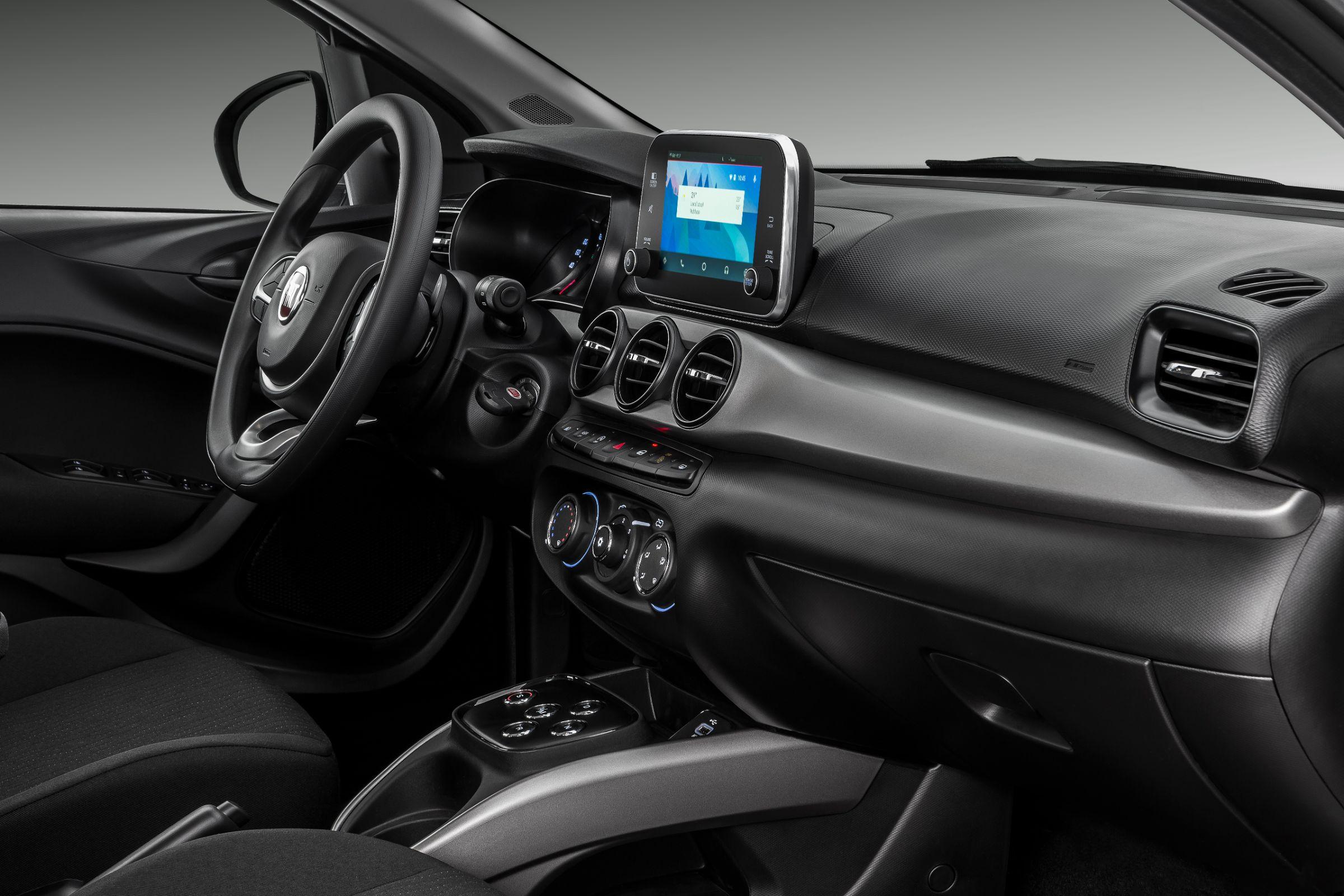 Fiat Cronos Drive 1.3 GSR tem bom acabamento interno