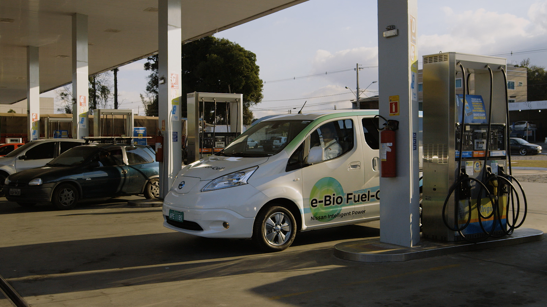 nissan e bio fuel cell prototype vehicle 05 source