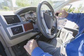 Pomo giratório para volante: uma adaptação veicular simples e prática