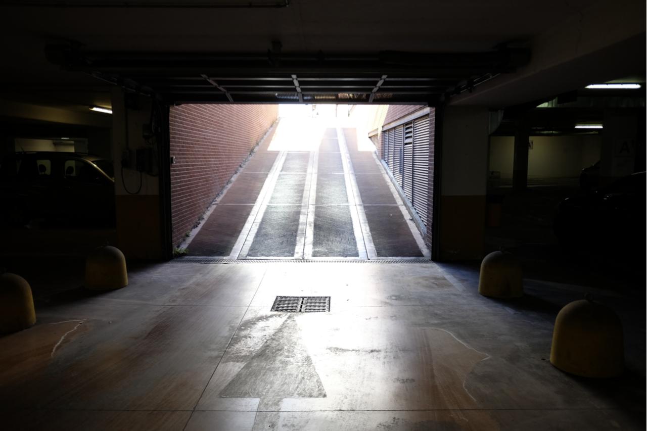 rampa estacionamento capa shutterstock