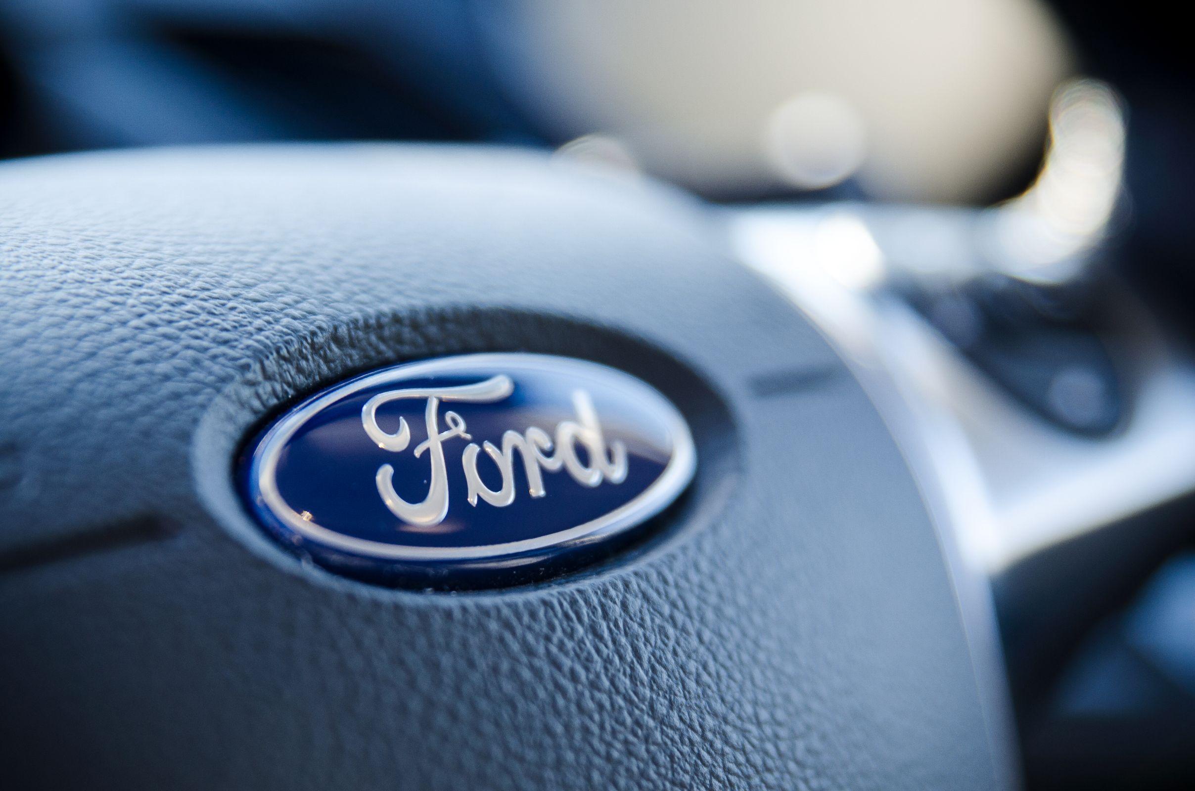 logo ford shutterstock