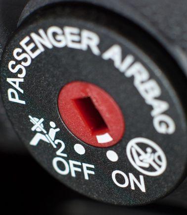 airbag passageiro desativado desligado shutterstock 2
