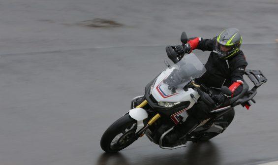 Honda X-ADV mistura a praticidade e conforto dos scooters, veículos essencialmente urbanos, com a versatilidade das motocicletas fora de estrada