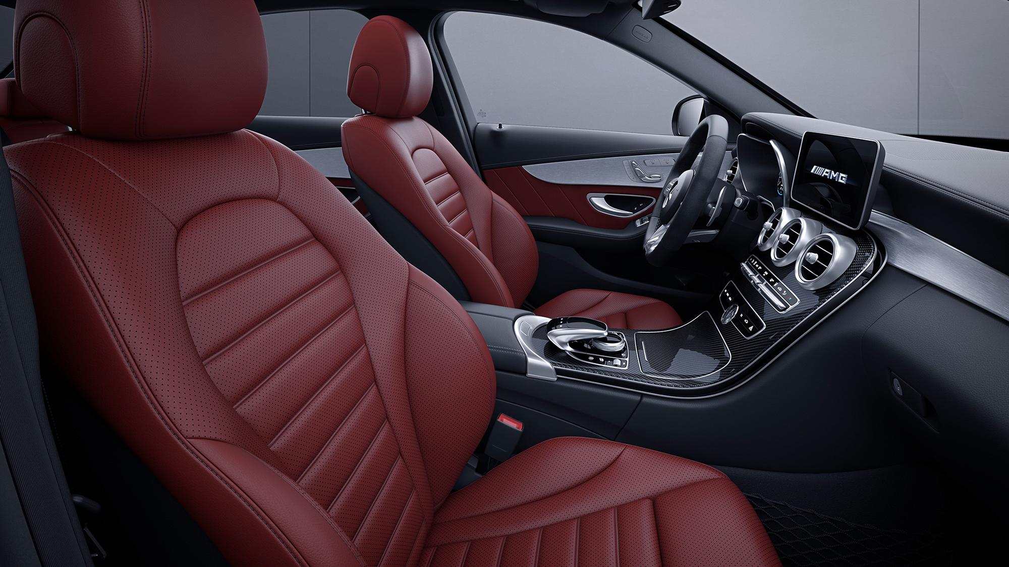 Mercedes lança nova linha da AMG C 63 com preços entre R$ 500 a 556 mil. Tres versões equipadas com motor v8 4.0 biturbo são oferecidas.