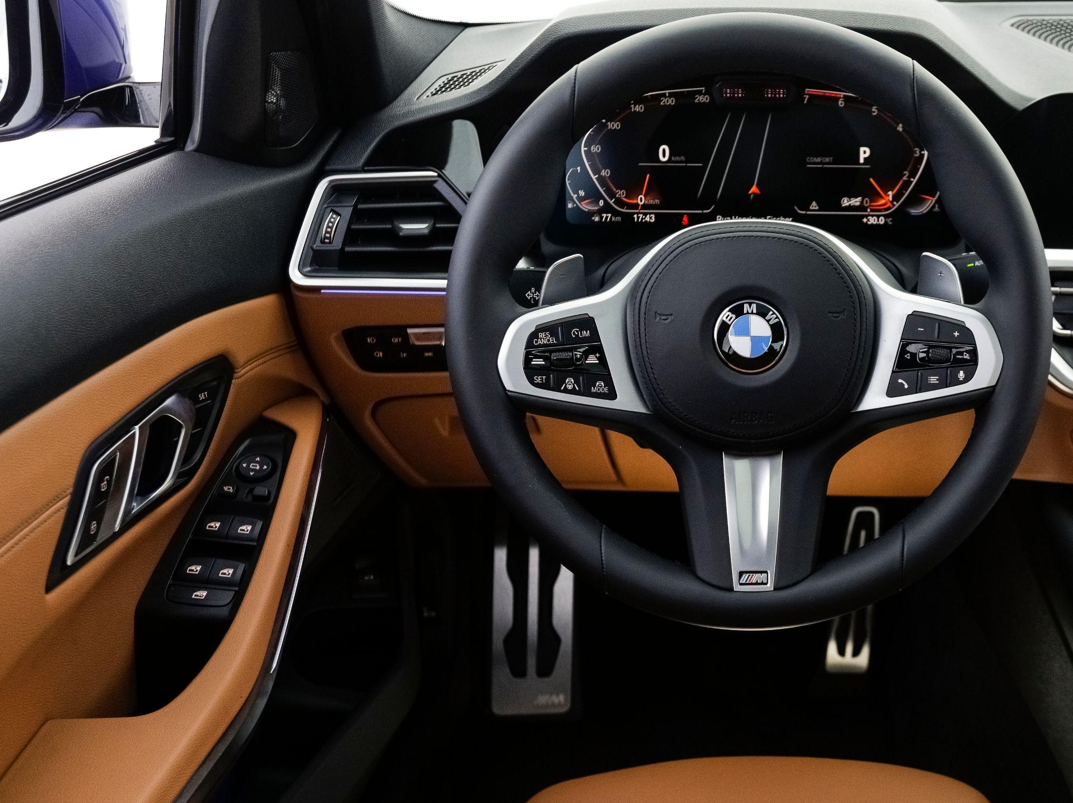 BMW 330i Sport M Sport tem acabamento excelente