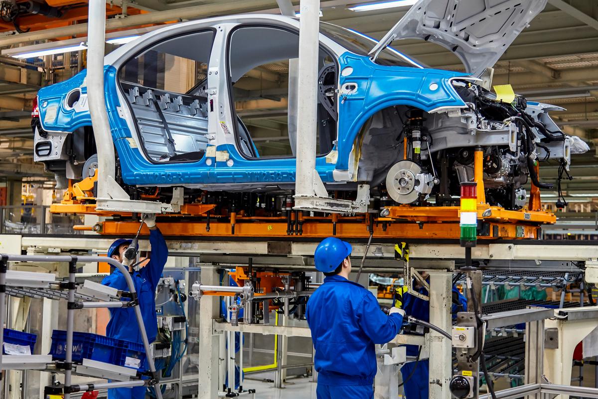 montadora fabrica automoveis carros shutterstock