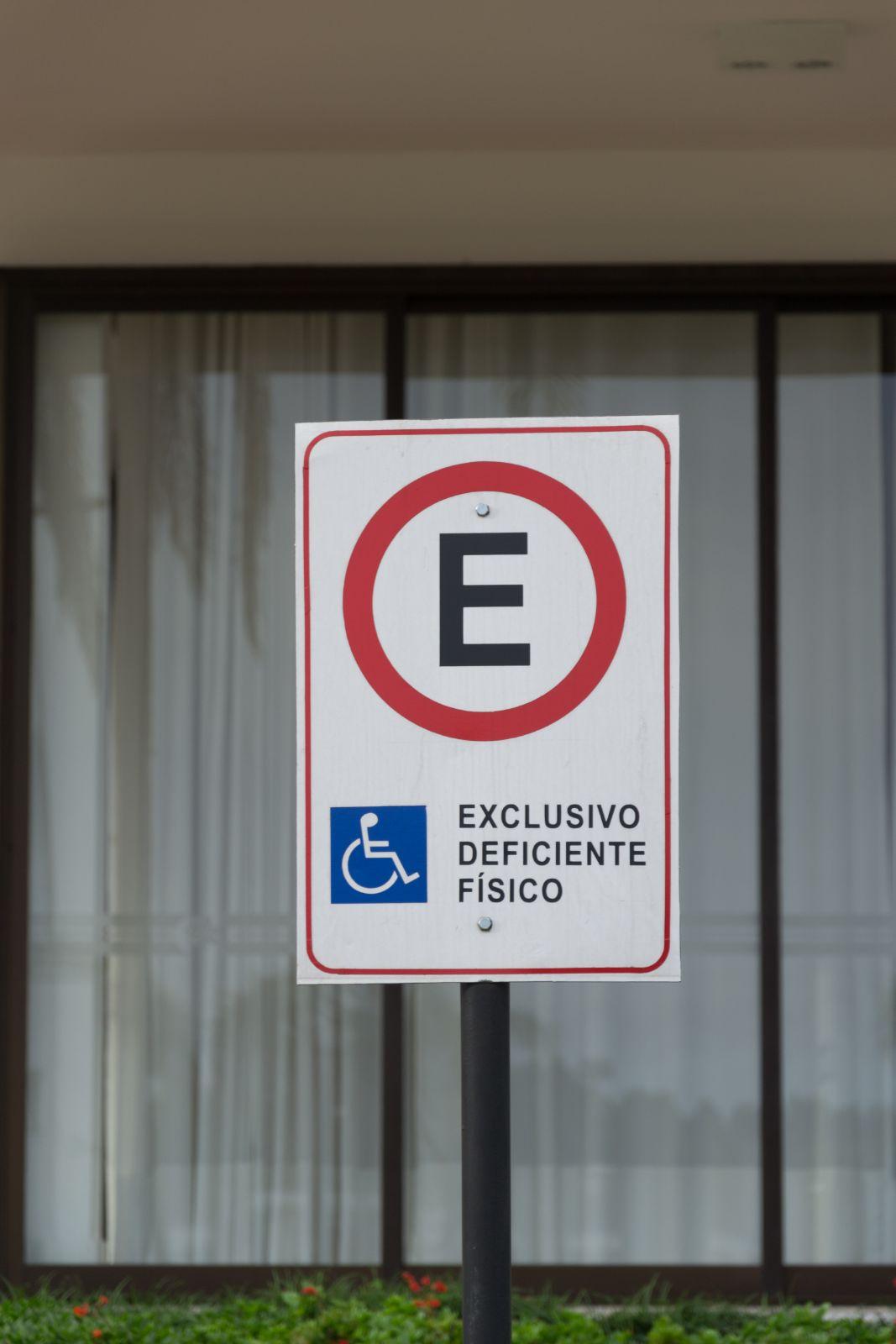 Quais deficientes físicos podem comprar carro com desconto? Lista completa!