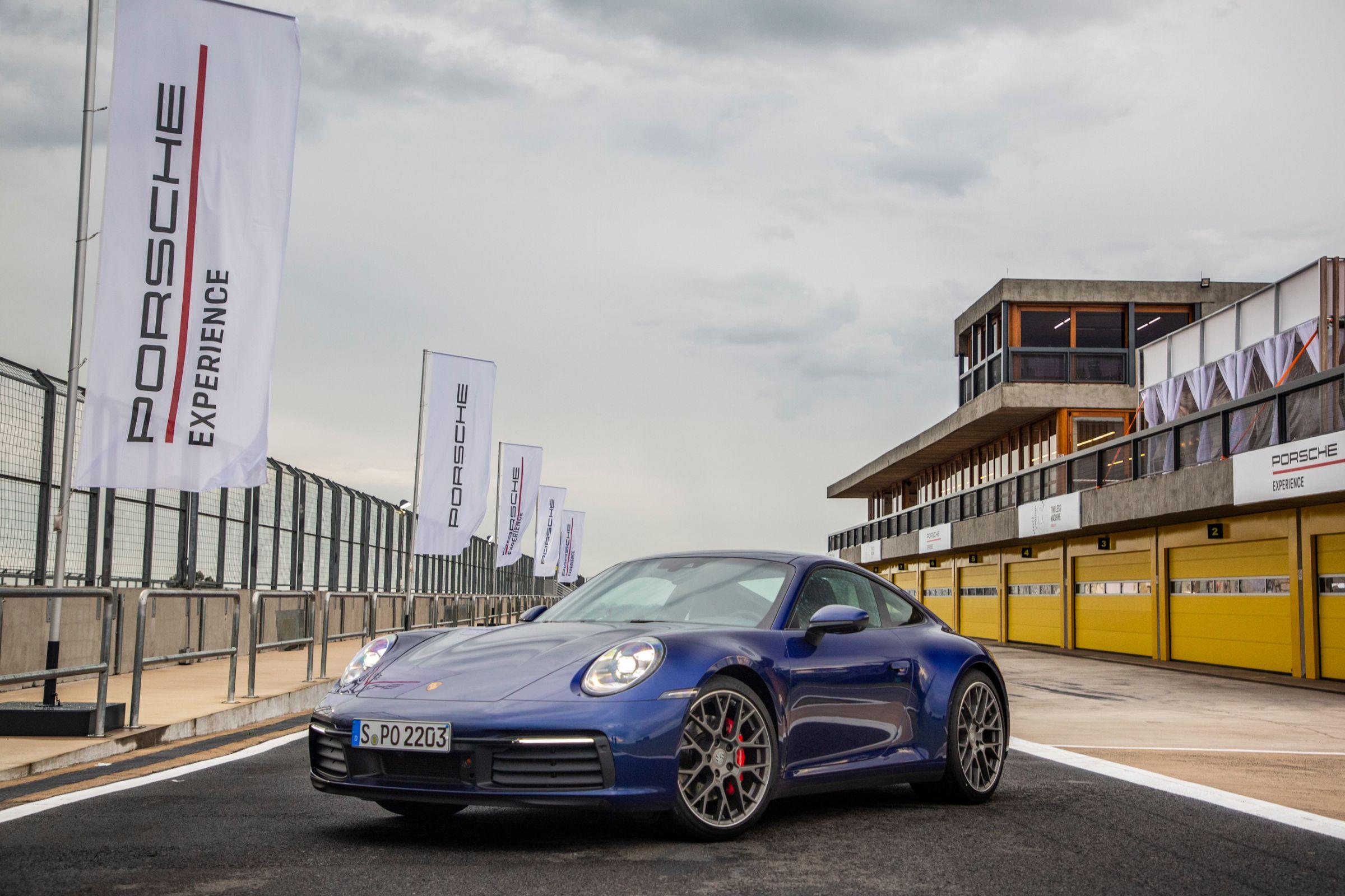 Novo Porsche 911 chega ao Brasil