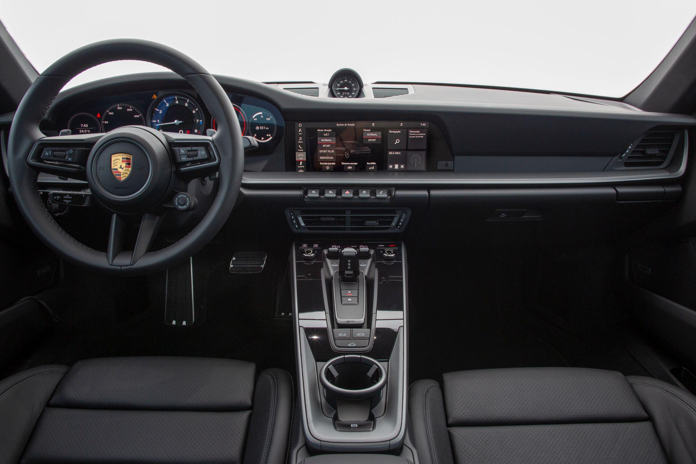 Novo Porsche 911: interior resgata desenho mais horizontal