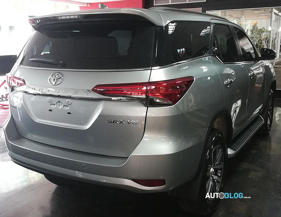 Toyota confirma o desenvolvimento de um motor V6 4.0 e duas recalibrações de potência e torque para os modelos Hilux e SW4.
