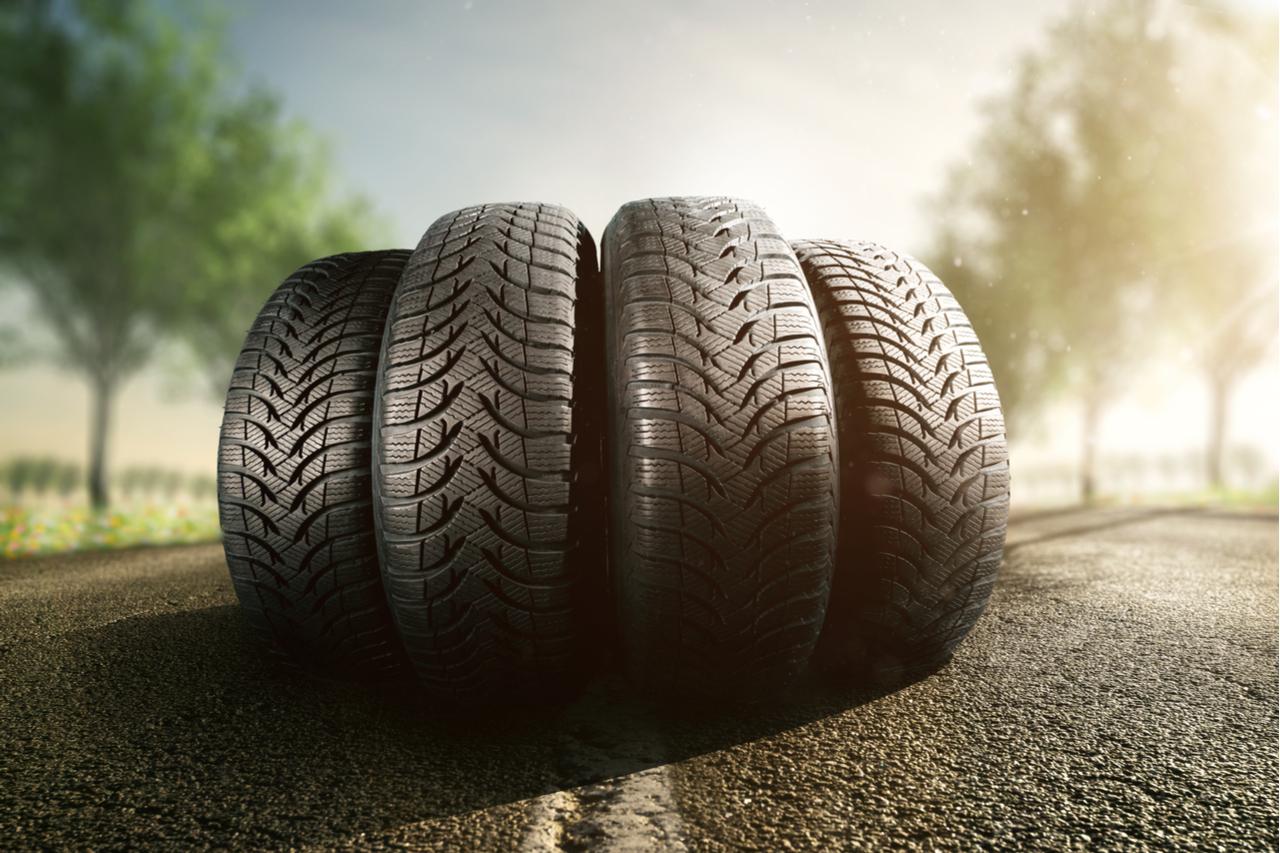 pneu pneus shutterstock 797658619
