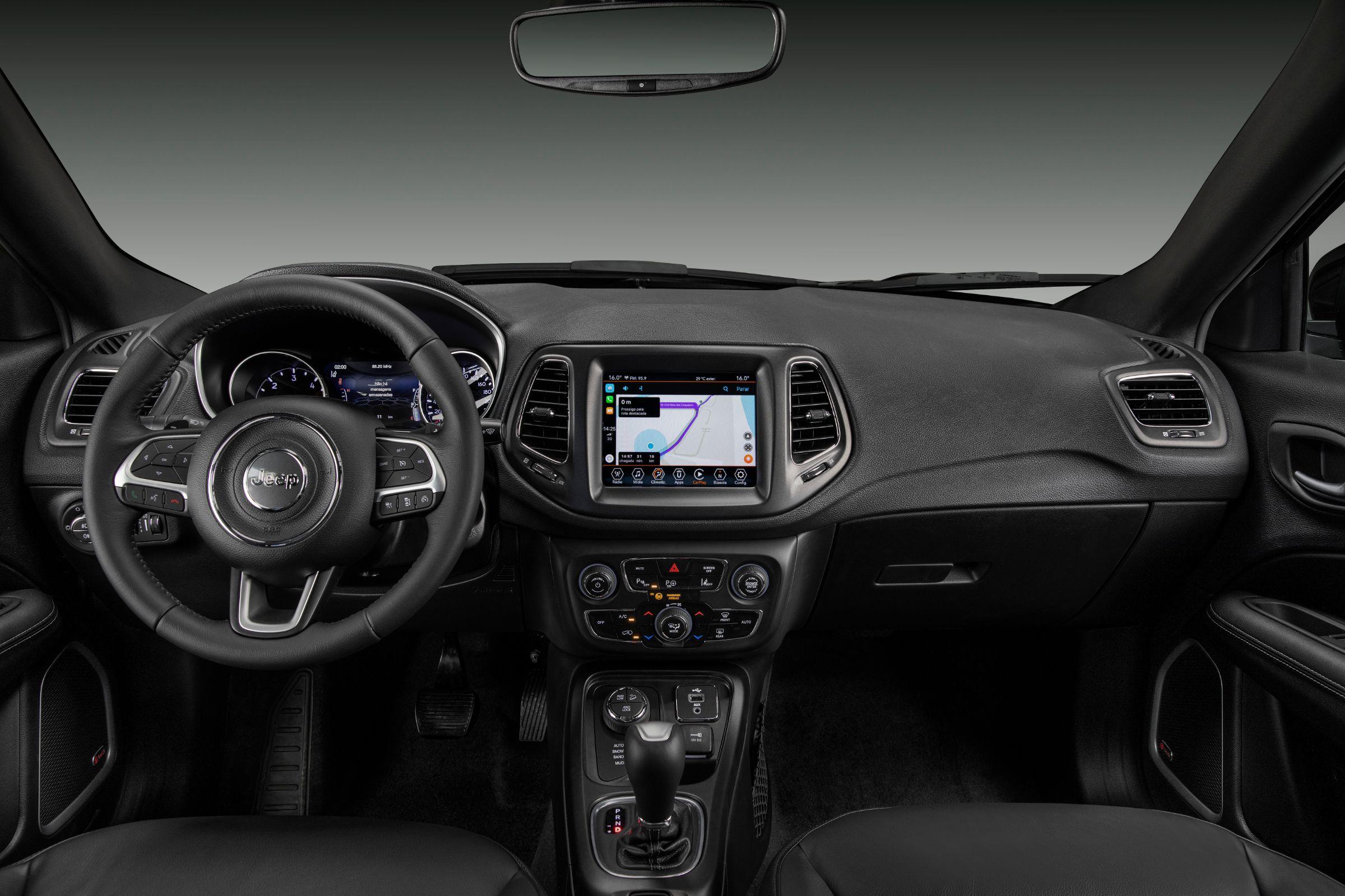Jeep Compass S tem pacote de equipamentos como destaque