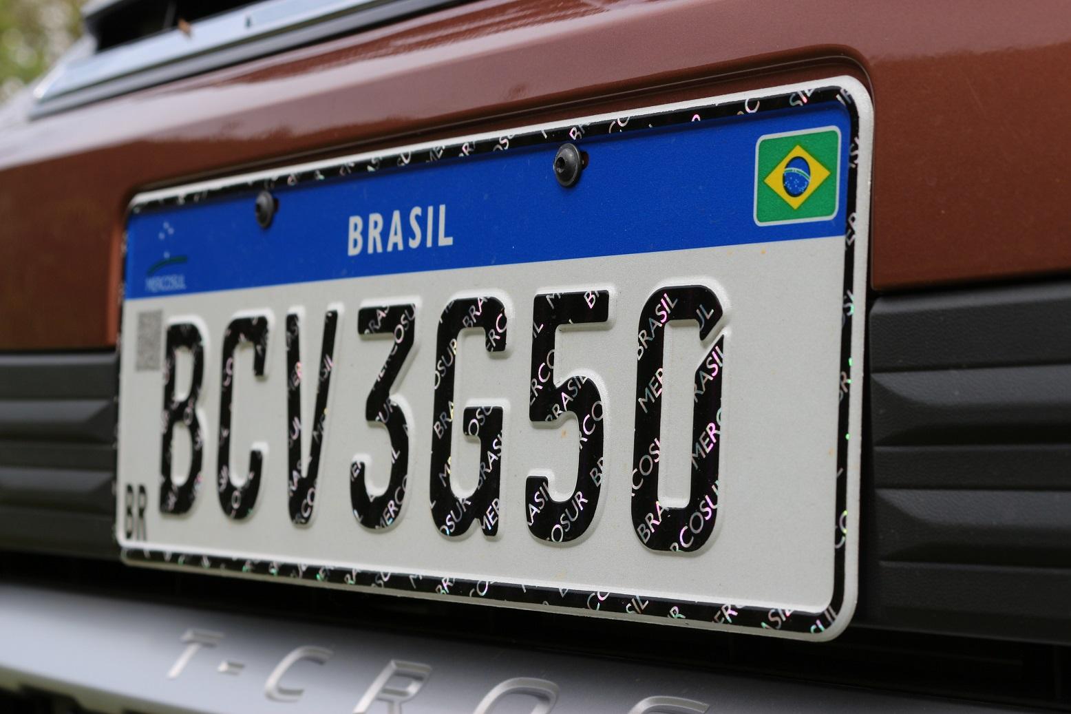 Os proprietários de veículos podem optar por adotar a placa Mercosul. Entenda como ficarão os caracteres depois da mudança.