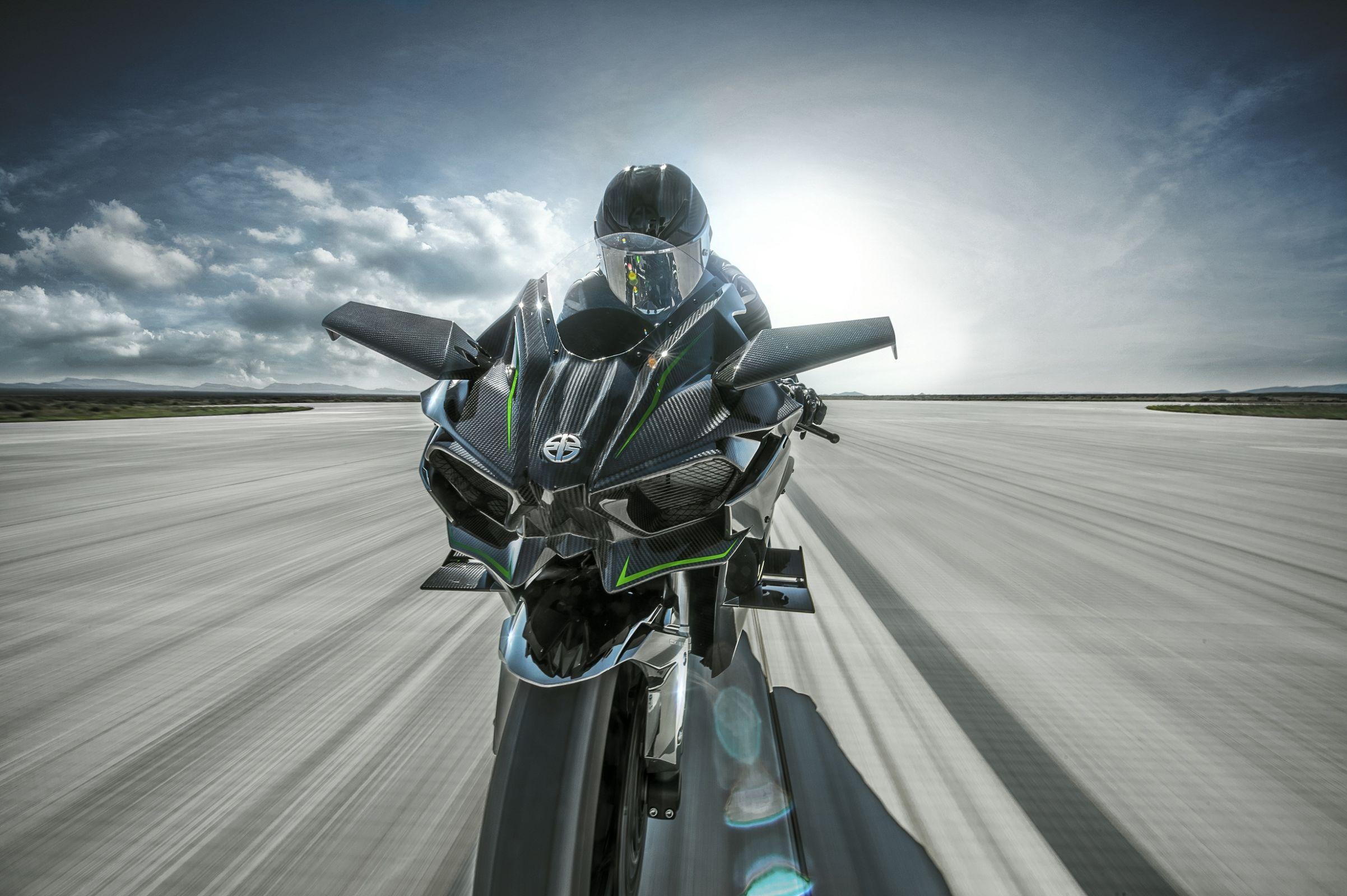 Kawasaki Ninja H2R: asas invertidas para downforce